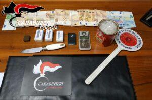Picchia e rapina un'amica lasciandola sanguinante per strada: arrestato 45enne
